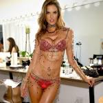 Victoria Secret ANGELS Display The $2Mi Fantasy Bra in Las Vegas